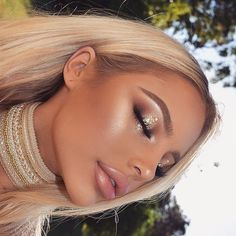 Here are the best Halloween makeup looks to get your spook on this year - Beauty - Make UP Glam Makeup, Gold Eye Makeup, Skin Makeup, Makeup Inspo, Makeup Inspiration, Beauty Makeup, Makeup Ideas, Gold Wedding Makeup, Makeup Tips