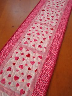Quilted Table Runner Valentine's - simple! :)