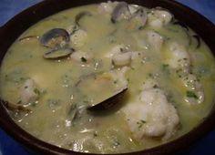 Caldo de pescado blanco con almejas