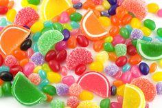 Hoy os ofrecemos la lista de alimentos con más azúcar. Estos alimentos es conveniente no consumirlos en exceso. Os mostramos su contenido en azúcar por cada 100 gramos. – Golosinas / Gominolas. También se incluyen los caramelos y todo tipo de productos similares. Una explosión de azúcar en nuestro estómago, el 95% de su composición …