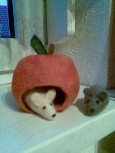 Filzmäuse im Apfel