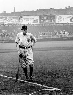 NEW YORK—Babe Ruth, June © Cornell Capa © International Center of Photography / Magnum Photos Babe Ruth, Ruth 1, Equipo Milwaukee Brewers, Harlem New York, Baseball Season, Baseball Picks, Baseball Memes, Baseball Art, Cardinals Baseball