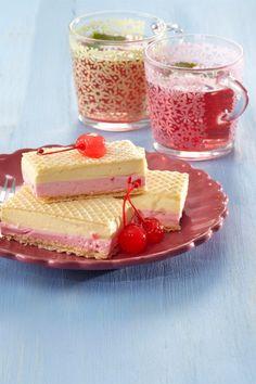 RECEPT DNE: Dvoubarevné mražené řezy Panna Cotta, Cheesecake, Ethnic Recipes, Desserts, Food, Tailgate Desserts, Dulce De Leche, Deserts, Cheesecakes