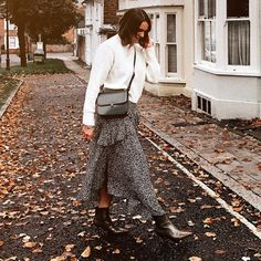 Image Comfy Casual, Casual Looks, Trendy Dresses, Fashion Dresses, Slouchy Cardigan, Stiletto Boots, Cool Girl, Midi Skirt, Topshop