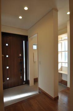 通り抜けできるシューズクローク(内玄関) Entrance, Divider, Interior, Room, House, Furniture, Home Decor, Bedroom, Entryway