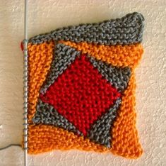 Yeah right, you got it right, this time you get all the hints at once, quite simply because a * CRAZY-LOG-CABIN * … - Knitting Stitches, Knitting Yarn, Free Knitting, Baby Knitting, Freeform Crochet, Tunisian Crochet, Knit Crochet, Knitting Projects, Crochet Projects