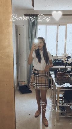Burberry Skirt, Burberry Outfit, Lux Fashion, Gucci, Loafers, Summer Dresses, Skirts, Outfits, Travel Shoes