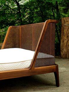 40 modern rattan bed frame design ideas Source by kernsavery Modern Wood Bed, Modern Wooden House, Modern Beds, Bed Frame Design, Bed Design, Rattan Bed Frame, Home Furniture, Furniture Design, Funky Furniture