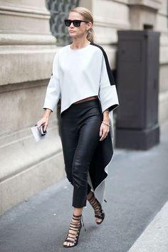 Evolution_street style #Evolution #eccellenza #moda #Puglia #fashion #fashionpuglia #blackandwhite #streetstyle #style #glamour #Evolutionboutique #shop #moda #abbigliamento #sandalo #gladiatore #FW2015 #MFW15 #Evolutionoutlet #igs #igersbari #Autunnoinverno #fashionpuglia #collezioni #inverno #invernali #fashion