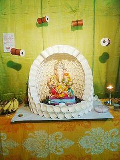 Made of paper cups Gauri Decoration, Arti Thali Decoration, Mandir Decoration, Ganpati Decoration Design, Ganapati Decoration, Diwali Decorations At Home, Festival Decorations, Flower Decorations, Ganesh Chaturthi Decoration