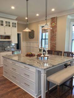 Fantastic large kitchen island design ideas for You Part 8 Refacing Kitchen Cabinets, Granite Kitchen, White Kitchen Cabinets, Kitchen Countertops, Dark Cabinets, Kitchen Soffit, Kitchen White, Kitchen Backsplash, Kitchen Sink