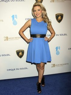 """Holly Madison Debut Post-Baby Body at Cirque du Soleil Presents """"One Night For ONE DROP"""""""