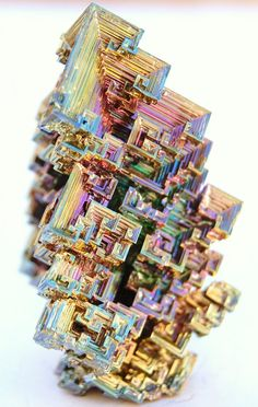 I could start a board just for this amazing stuff : BISMUTH! Bismuth Crystals, naturally occur like this after it's initial form is heated to a liquid state and then cools to form this geometric pattern! Minerals And Gemstones, Rocks And Minerals, Arte Steampunk, Beautiful Rocks, Mineral Stone, Rocks And Gems, Stones And Crystals, Gem Stones, Creations