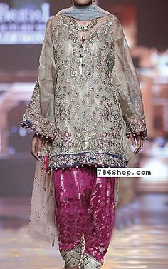 We have Pakistani/Indian Designer clothes online. Formal and Party Pakistani dresses. Buy Designer formal wear and wedding dresses. Desi Wedding Dresses, Luxury Wedding Dress, Party Wear Dresses, Dream Wedding, Wedding Outfits, Simple Pakistani Dresses, Pakistani Outfits, Indian Dresses, Pakistani Mehndi