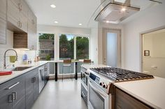 Making the best use of your surroundings - and location - can make a kitchen come alive. Very cool kitchen design - with great windows nearby. Seattle - Isola Homes