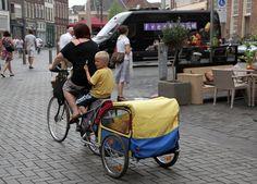 Zutphen, Houtmarkt, moeder fiets en trailer