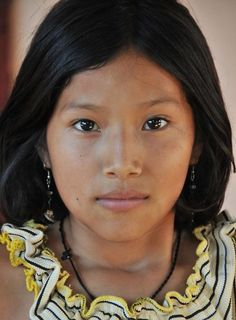 Indigenous Peoples in Brazil Beautiful Children, Beautiful People, Beautiful Women, South American Women, Beauty Around The World, Exotic Beauties, Interesting Faces, World Cultures, Pin Up Girls
