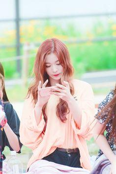 180610 🌼🌼 #프로미스나인 #이채영 #fromis_9 #LeeChaeYoung Korean Group, Korean Girl Groups, Dragon Family, 54 Kg, Kpop Groups, South Korean Girls, Kpop Girls, Cool Girl, Rapper