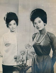 Thanh Nga #hangtran #vietnamesebeauty #naturalbeauty #vietnamese #thanhnga #actress #celebrity Ao Dai Vietnam, Vietnam Girl, South Vietnam, 60s And 70s Fashion, Vintage Fashion, Vietnam History, Beauty Around The World, Indochine, Fashion Poses