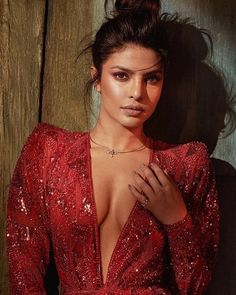 Bollywood fashion 47358233569435893 - Harper's Bazaar Vietnam March 2018 Priyanka Chopra by Greg Swales Actress Priyanka Chopra, Priyanka Chopra Hot, Priyanka Chopra Makeup, Shraddha Kapoor, Ranbir Kapoor, Deepika Padukone, Beautiful Bollywood Actress, Most Beautiful Indian Actress, Indian Celebrities