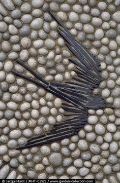 Vogel aus Steinen