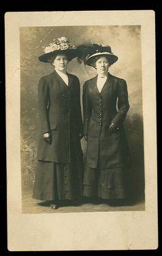 1900s RPPC - TWO LADIES WEARING LARGE HATS PostCard- Fashion - Fancy Hat -PC- #g