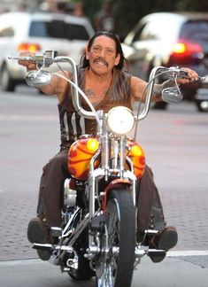 Danny Trejo HD de Harley Davidson, y otras mas! man ❤️ Hombres en moto ❤️ Riding Motorcycles ❤️ Mans on Bikes ❤️ Biker Harley ❤️ Boy Riders ❤️ Mans who ride rock ❤️TinkerTailorCo ❤️ Motos Harley, Harley Bikes, Harley Davidson Motorcycles, Hd Fatboy, Estilo Cafe Racer, Danny Trejo, Old School Chopper, Chopper Bike, Cool Motorcycles