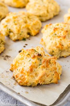 Cheddar Bay Biscuits- The perfect copycat recipe tender delicious biscuits with a fluffy interior and crisp golden-brown exterior and loads of flavor. Easy Bread Recipes, Side Recipes, Chef Recipes, Kitchen Recipes, Pasta Recipes, Crockpot Recipes, Cooking Recipes, Healthy Recipes, Top Recipes