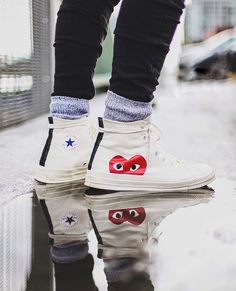 Collaboration entre Converse et Comme des Garçons #chaussures #baskets #sneakers #converse #commedesgarcons Galaxy Converse, Cdg Converse, Outfits With Converse, Grunge Style, Soft Grunge, Doc Martins, Grunge Outfits, Chuck Taylors, Timberland