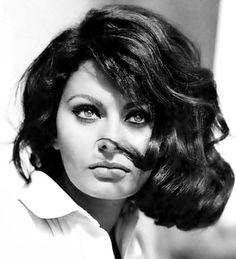 Sophia Loren. Kibbe Soft Dramatic. Ascendant Capricorn. Sun Virgo. Moon Aquarius. Ruler of Ascendant in Aquarius. Ruler of Sun in Libra. Ruler of Moon in Taurus. Planet of style (Venus) in Virgo.
