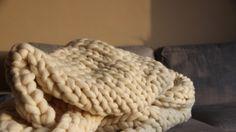 La chaine Super Comfy vous propose des tutoriels pour apprendre à tricoter la laine XXL 100% Mérinos disponible sur www.supercomfy.fr!