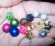 how to: mini Christmas ornaments THIS WOULD BE AWESOME FOR A MINI TREE!!!!! MUST DO!!!!!!