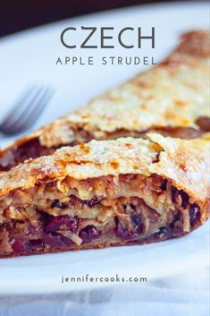 This traditional Czech Apple Strudel recipe is made with homemade buttery and flaky dough, juicy apples, brown sugar and more! Cereal Recipes, Fudge Recipes, Apple Recipes, Dessert Recipes, Hot Fudge Cake, Hot Chocolate Fudge, Strudel Recipes, Pastry Recipes, Mini Apple Strudel Recipe