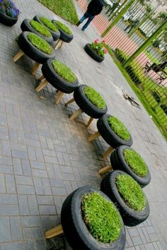 15 Excellent DIY Backyard Decoration & Outside Redecorating Plans 7 Planters Made by Old Tyres