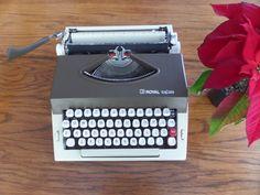 Royal Safari Manual Typewriter Brown and Cream - Working Manual Typewriter - Excellent Condition - REE SHIPPING