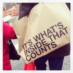 It's what´s inside that counts.  Yes, it is!!! #quotes #shopping #reusepic