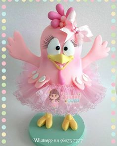A imagem podge conter: texto Colorful Candy, Candy Colors, Chicken Pattern, Fondant Figures, Pasta Flexible, Clay Crafts, Tinkerbell, Princess Peach, Biscuits