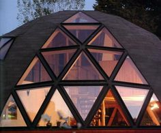 Domos ecologicos. Arquitectura sustentable. Superadobe. ecoconstrucción. Eco. Geodesic Dome Homes, Villa, Dome House, Natural Building, Round House, Earthship, My Dream Home, Interior Architecture, Exterior