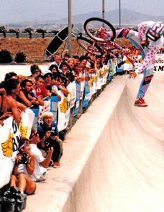 Donovan-Ritter-Del-Mar-half-pipe-1985 Vintage Bmx Bikes, Retro Bicycle, Bmx Bandits, Bicycle Types, Bmx Racing, Bmx Freestyle, Sport Icon, Cool Bicycles, Skate Park