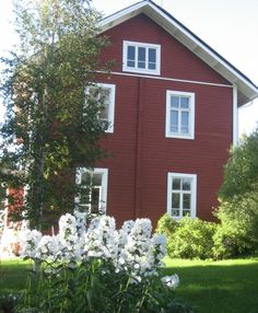 Paper artist Sirpa Kivilompolo is living in this old house situated in Karunki (Tornio), Lapland