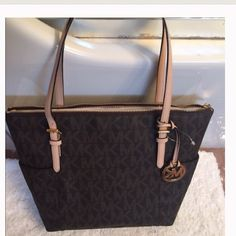 Brown Michael kors jetset tote Brand new brown tote! Has gold hardware and tan straps. Zippers shut with multiple compartments. New with tags and paper. Michael Kors Bags Shoulder Bags