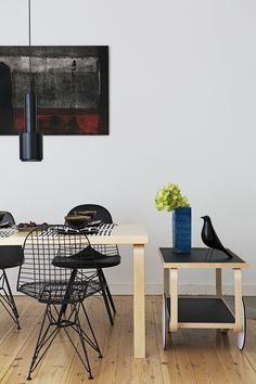 #eetkamer met verlichting van #artek en de #wire stoelen van #eames #vitra #wonen #design