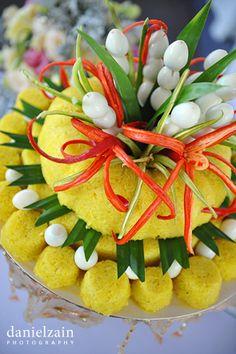 Malaysian Malay Wedding Wedding Prep, Diy Wedding, Wedding Favors, Dream Wedding, Javanese Wedding, Malay Wedding, Malay Food, Traditional Wedding Cakes, Malaysian Food
