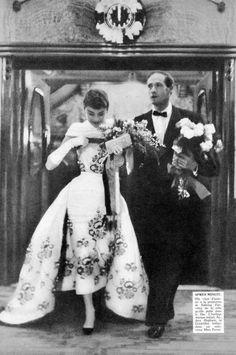 """Audrey e Mel Ferrer, première de """"Sabrina"""" na Holanda em 1954"""