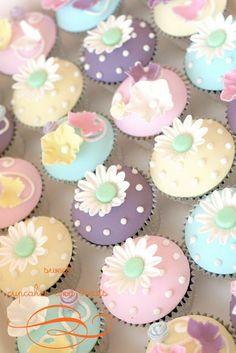 { Pretty, Pretty Cupcakes }