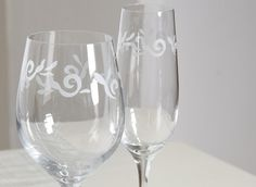 Designed by Anu Pentik, the appearance of Vanilja (Vanilla) glassware repeats the gentle pattern of the tableware.