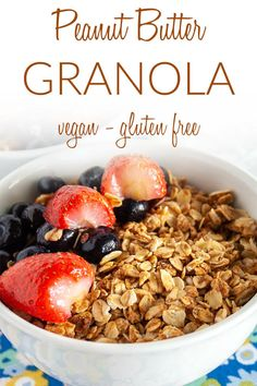 Peanut Butter Granola (vegan, gluten free) - This homemade granola is super easy to make and it's a healthy way to start the day. #peanutbuttergranola #vegangranola Vegan Lunch Recipes, Oats Recipes, Vegan Snacks, Easy Healthy Recipes, Brunch Recipes, Snack Recipes, Dinner Recipes, Free Recipes, Dessert Recipes