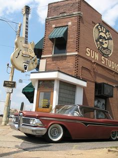 Sun Studio-Sun Studio is a recording studio opened by rock pioneer Sam Phillips at 706 Union Avenue in Memphis, Tennessee, on January 3, 1950. Rock-and-roll, country music, and rockabilly artists, including Johnny Cash, Elvis Presley,and Roy Orbison, recorded there throughout the mid to late 1950s. #yankinaustralia #elvis