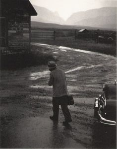 The American photojournalist W. Eugene Smith revolutionized the photo-essay form with the works he published in Life magazine between 1948 and History Of Photography, Book Photography, Street Photography, Documentary Photography, Dramatic Photography, Life Magazine, Harpers Bazaar, Kansas, Work In Africa