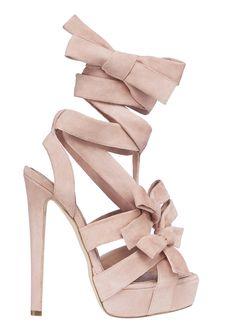 Sandalia de ante en rosa palo y con plataforma de Dior www.luciasecasa.com